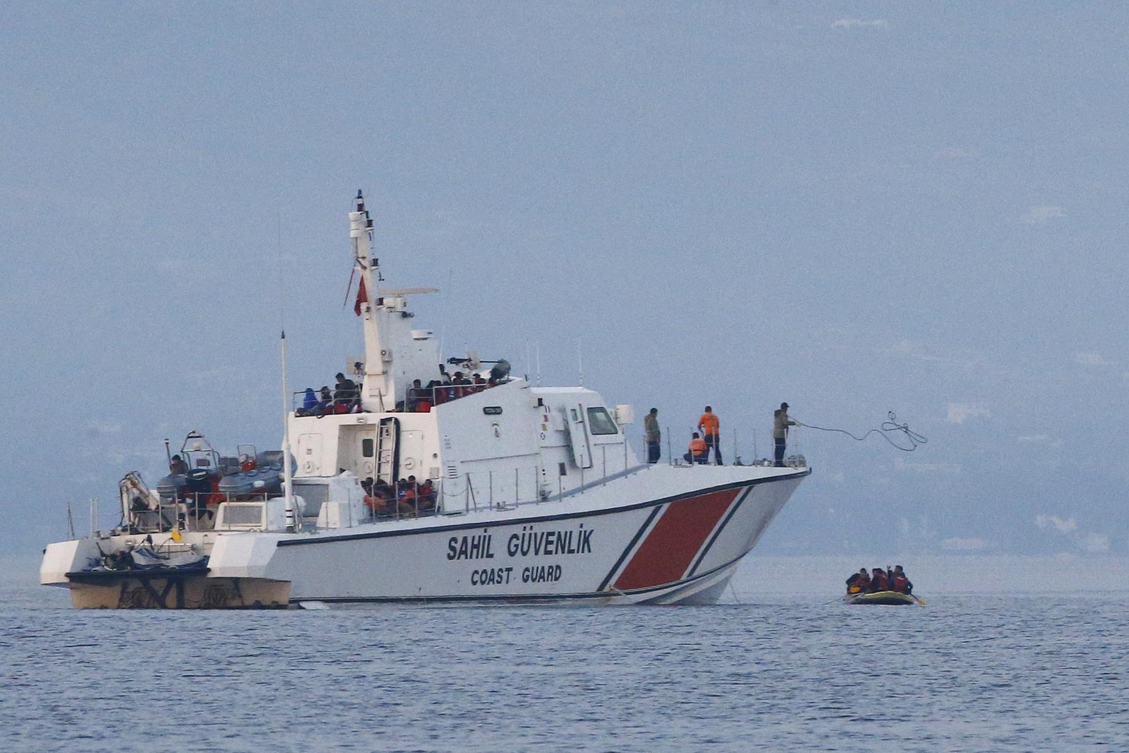 فرق خفر السواحل التركية تنقذ طالبي لجوء