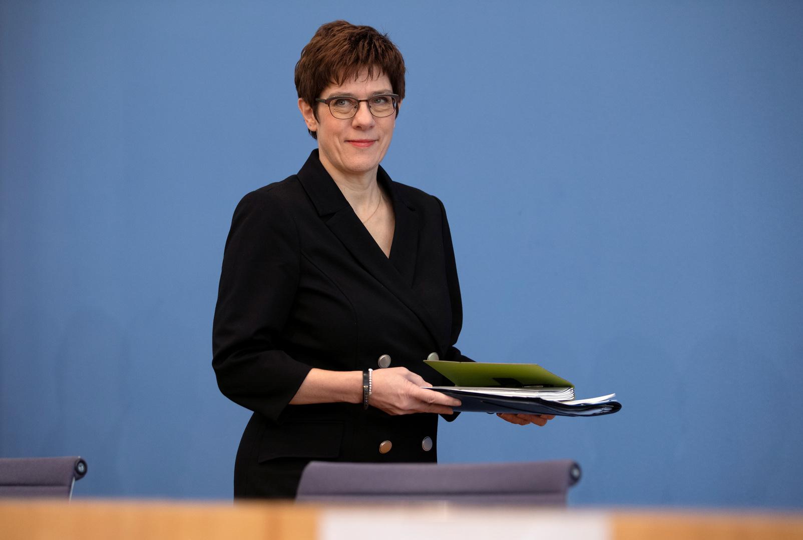 وزيرة الدفاع، أنيغريت كرامب كارينباور