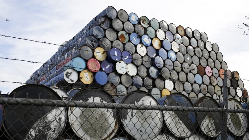 الجزائر تبلغ نيجيريا أن أي تغيير لحصص النفط قد يؤدي لانهيار السوق
