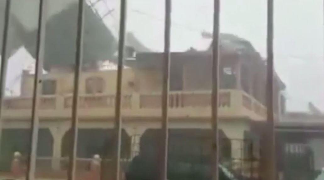 بالفيديو.. الرياح تمزق سقف بناية أثناء إعصار في نيكاراغوا