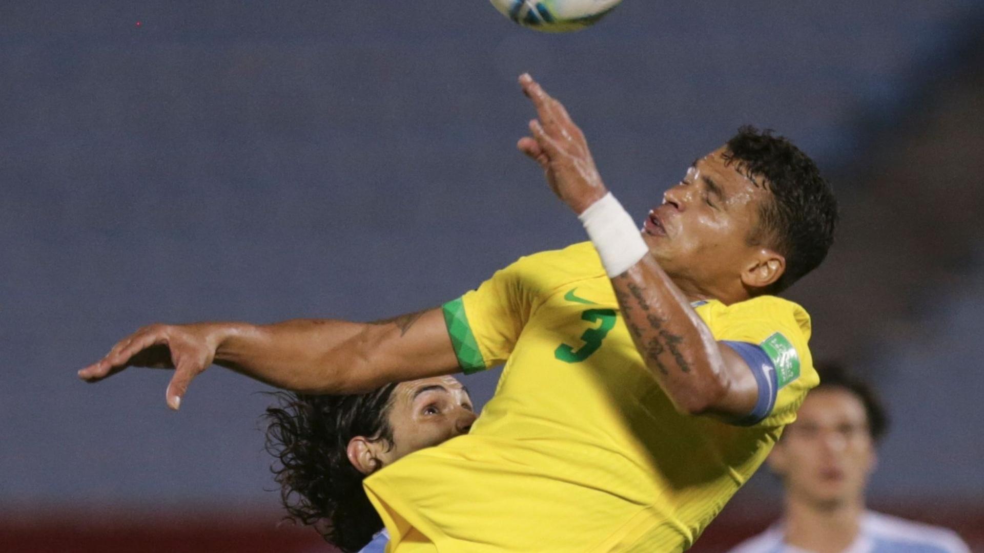 في ليلة طرد كافاني.. البرازيل تتخطى الأوروغواي وتعزز صدارتها (فيديو)