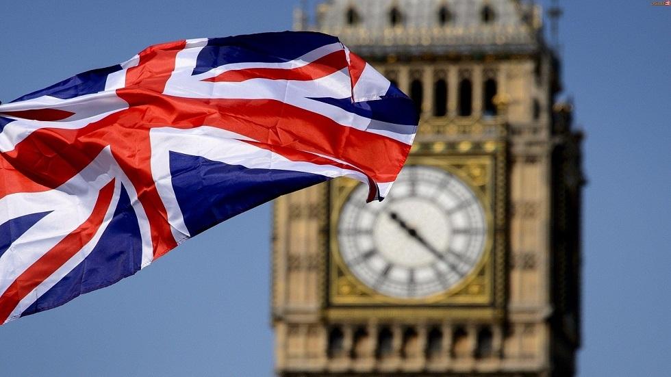 بريطانيا تعتقل 72 شخصا على قارب صيد وتفتح تحقيقا عن تهريب البشر