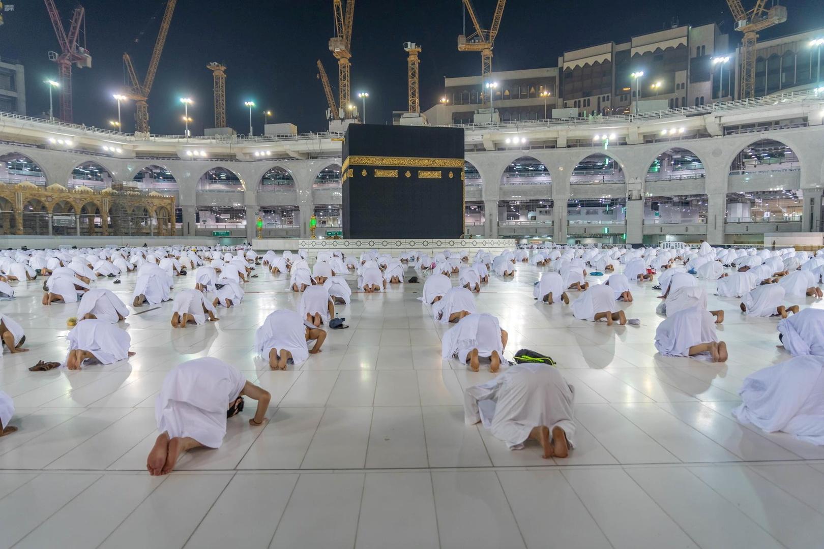 بالصور.. صلاة الاستسقاء في جميع مناطق السعودية