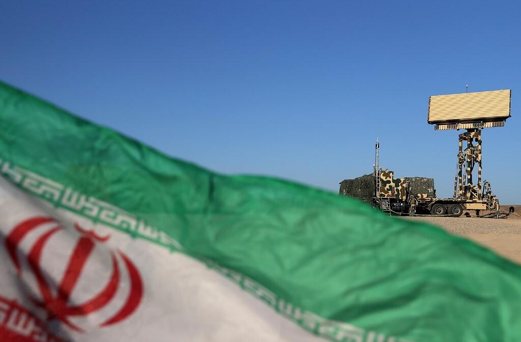 الحرس الثوري الإيراني يزود قواته البحرية بسفينة قادرة على حمل مختلف أنواع الصواريخ والمقاتلات