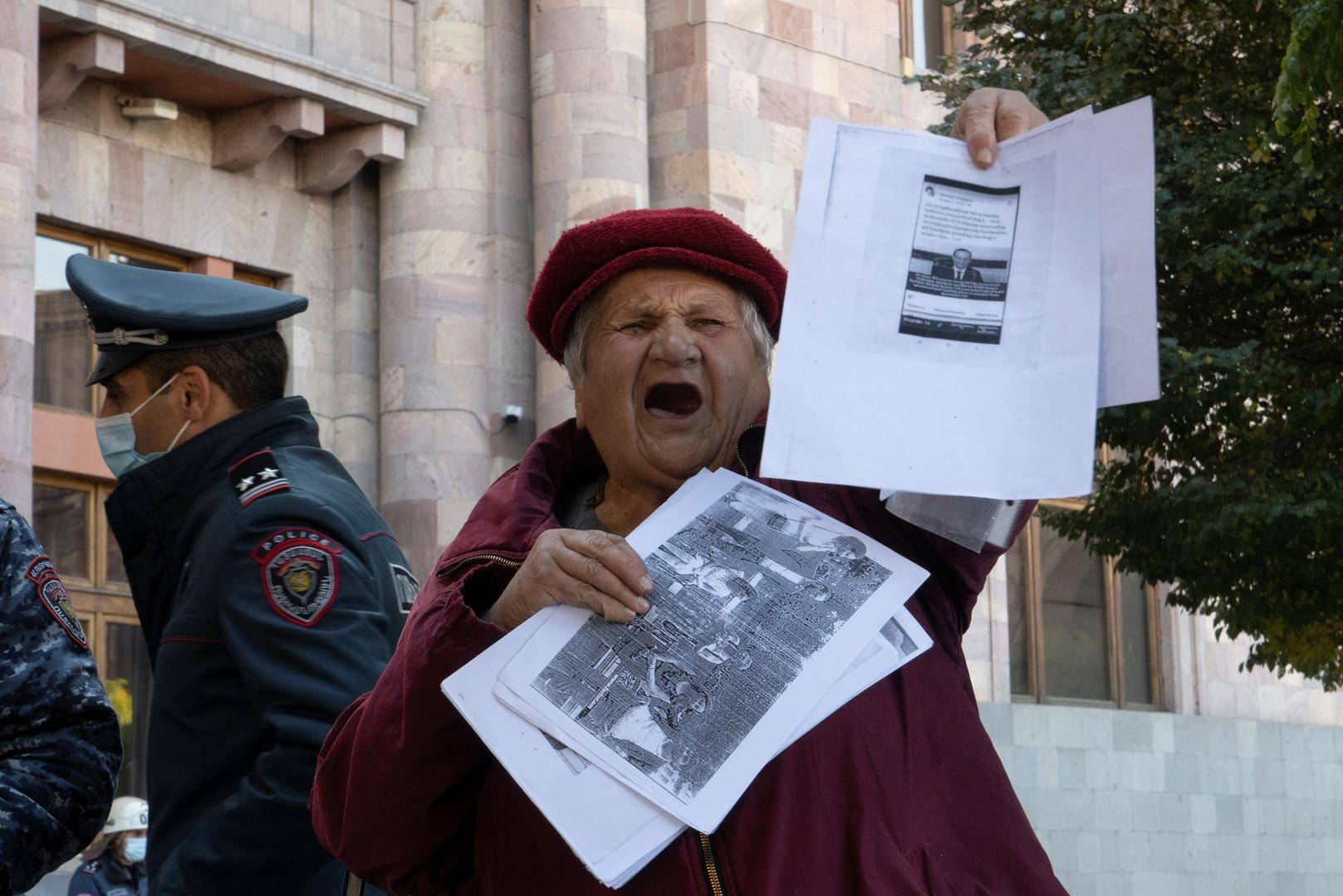 أرمينيا.. متظاهرون مطالبون باستقالة باشينيان يغلقون شوارع وسط يريفان
