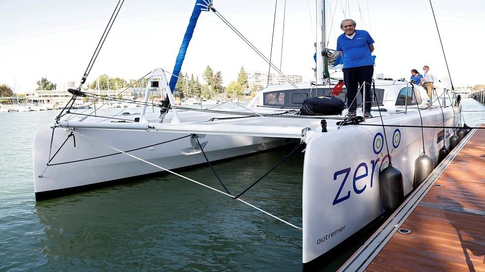 بريطاني يطوف العالم بقارب كهربائي