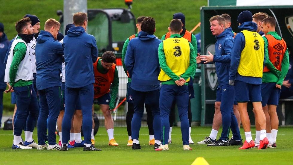 تحقيقات بشأن فيديو غير لائق شاهده لاعبو إيرلندا قبل مواجهة إنجلترا