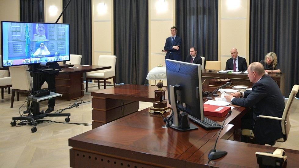 الرئيس الروسي فلاديمير بوتين خلال اجتماع افتراضي لقادة دول