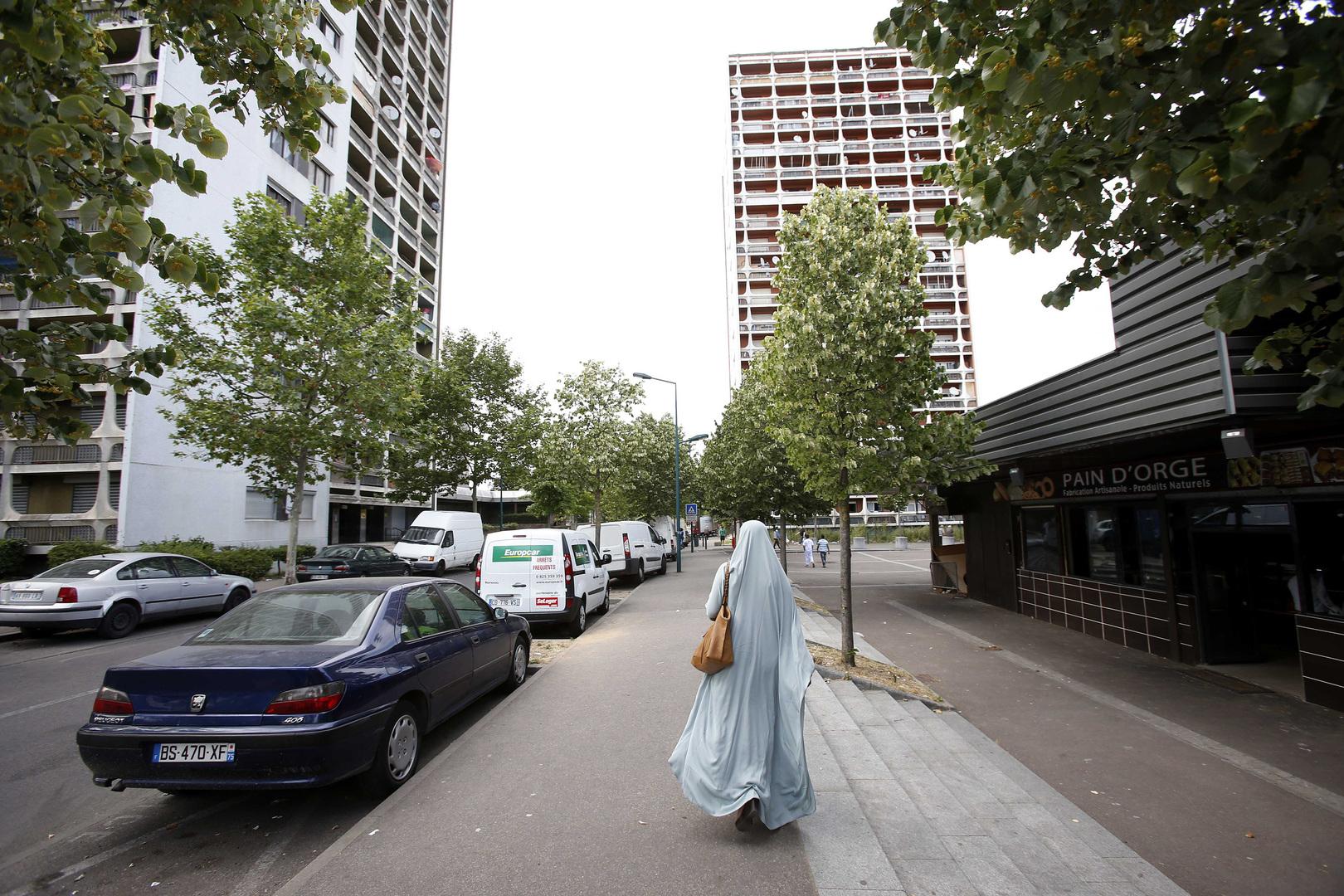 فتاة مسلمة في ضاحية