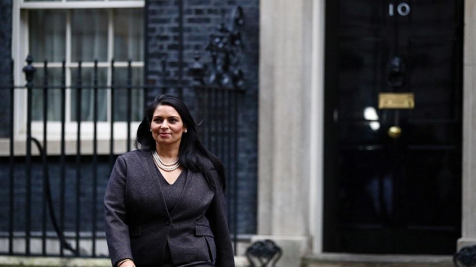 عقب اتهامات بالتنمر.. جونسون يدافع عن وزيرة داخليته