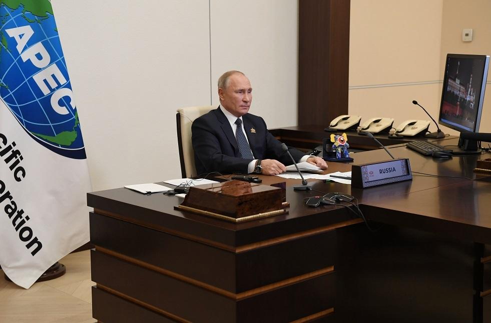 بيسكوف يكشف سرّ دمية غريبة على مكتب بوتين