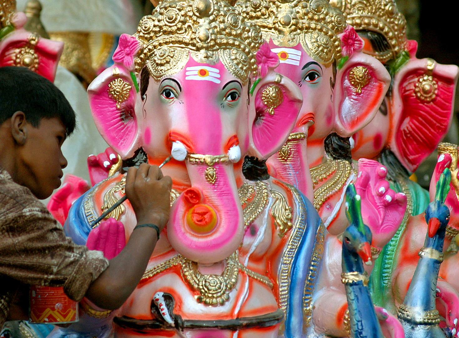 زعيم هندوسي يحتج على وضع صور