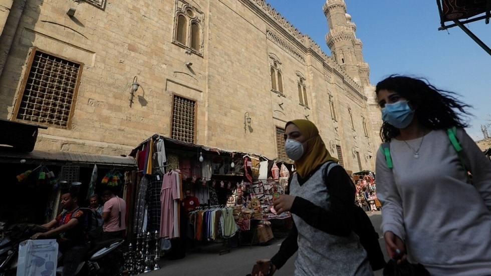 سيدة مصرية تشاجرت مع زوجها فألقت بنفسها في نافورة محاولة الانتحار