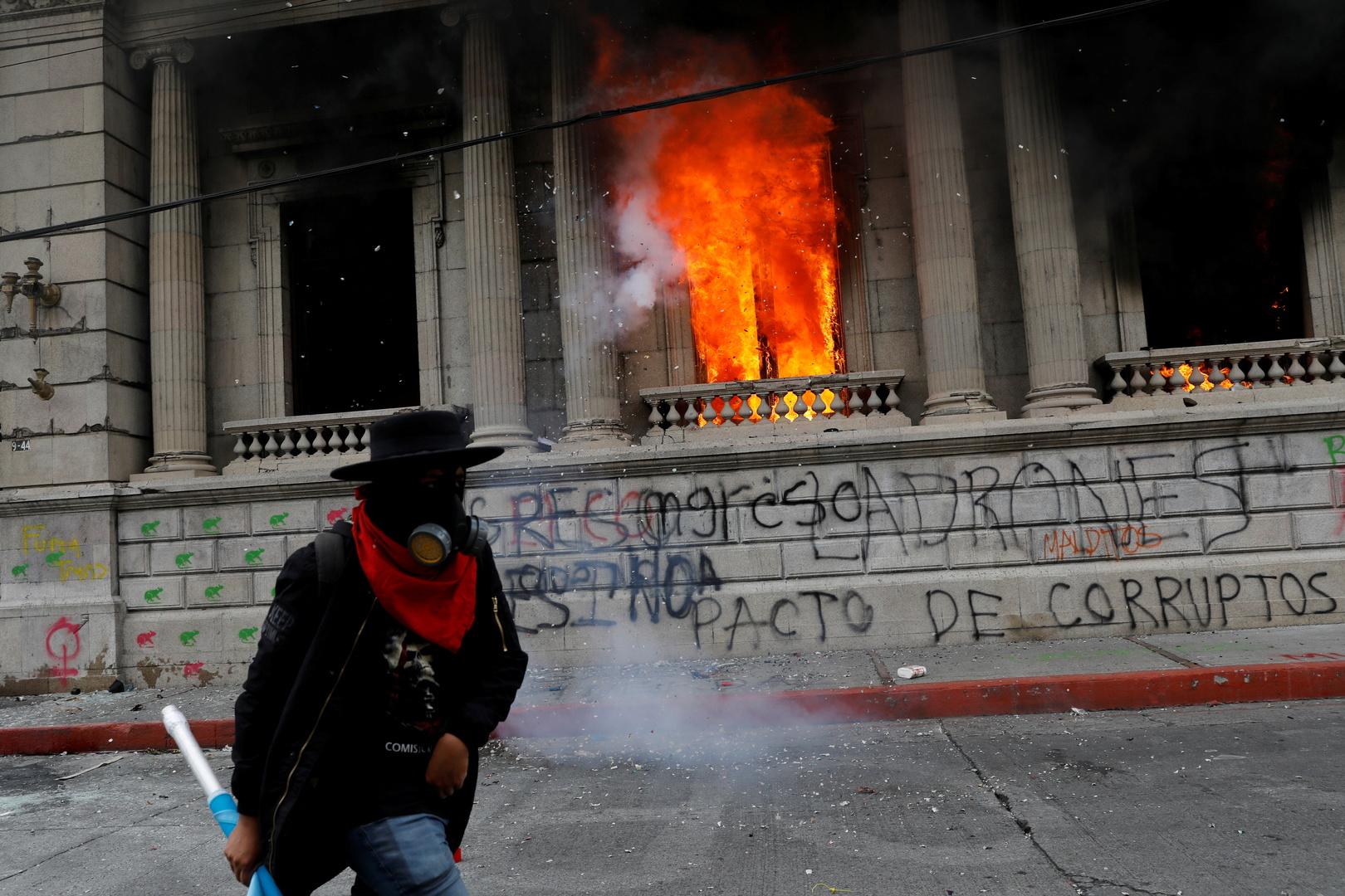 غواتيمالا.. مظاهرات تطالب رئيس البلاد بالتنحي