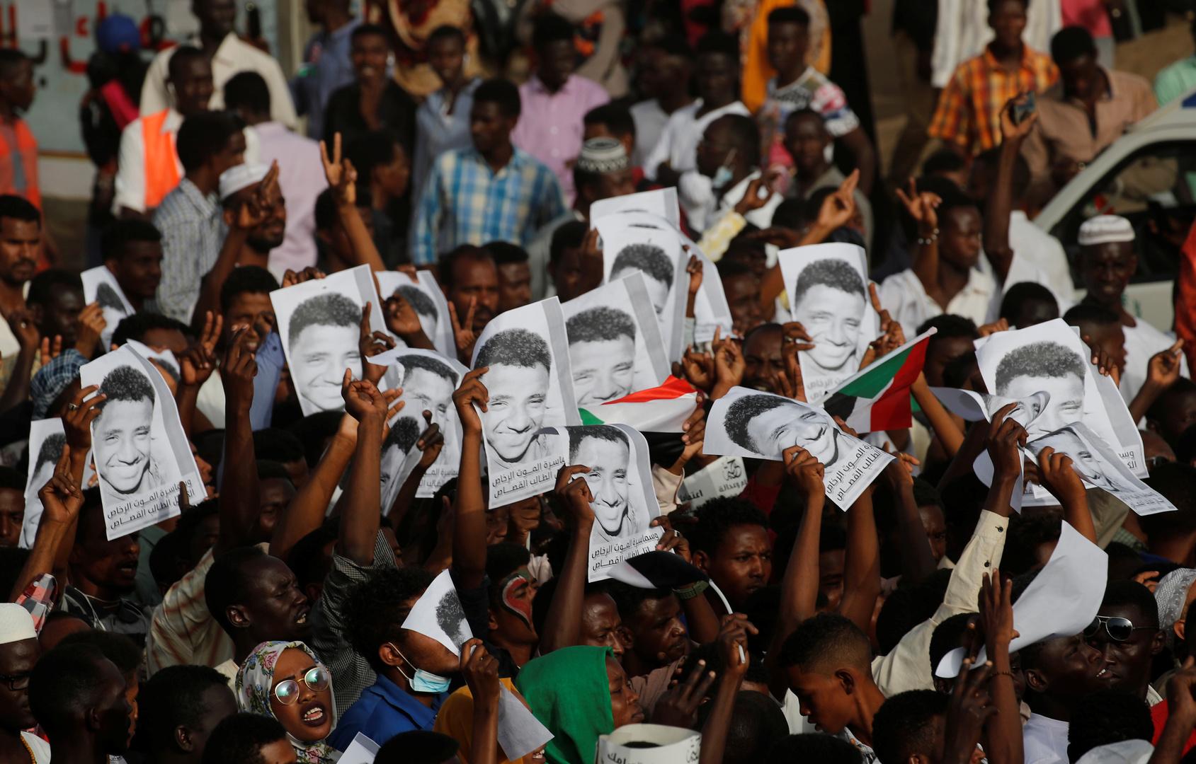 السودان.. النيابة العامة تقرر نبش المقابر الجماعية