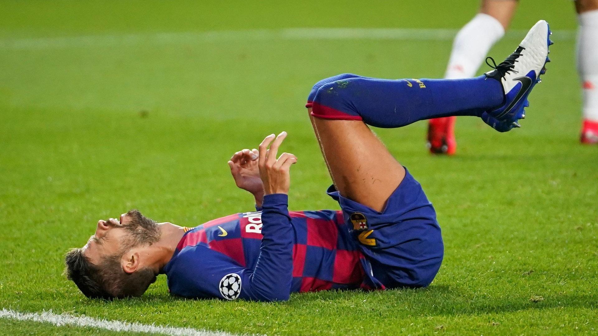 برشلونة يعلن إصابة بيكيه وروبيرتو بعد التعثر أمام أتلتيكو