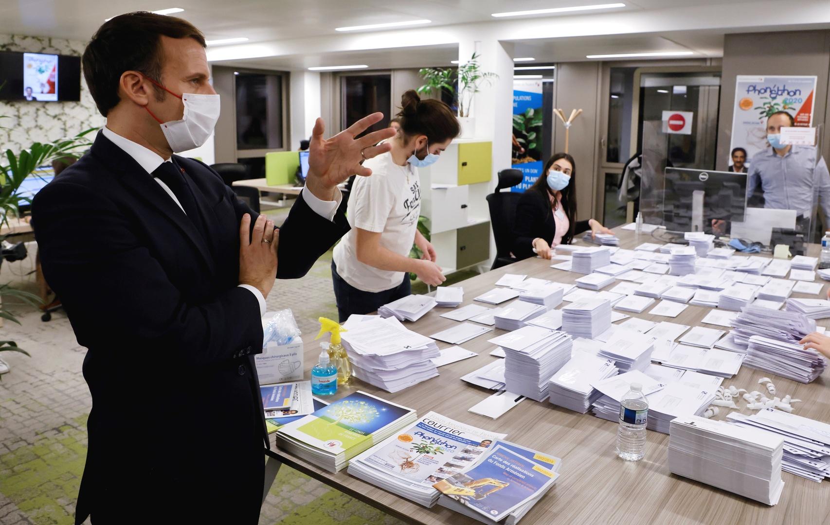 ماكرون يزور مؤسسة خيرية أرمنية في باريس ويرسل طائرة مساعدات إلى يريفان