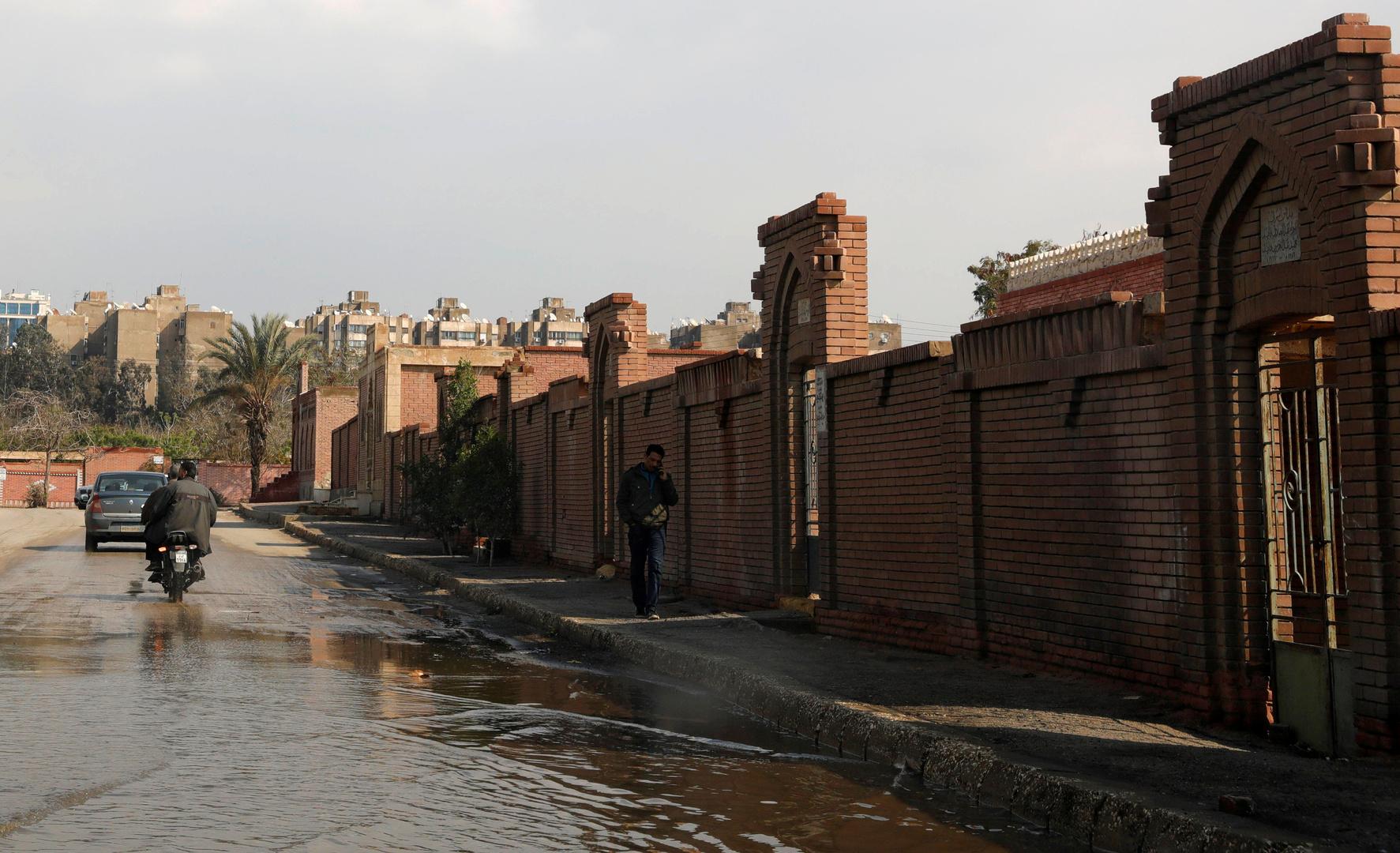 شارع في مصر يفوض بالمياه نتيجة الأمطار