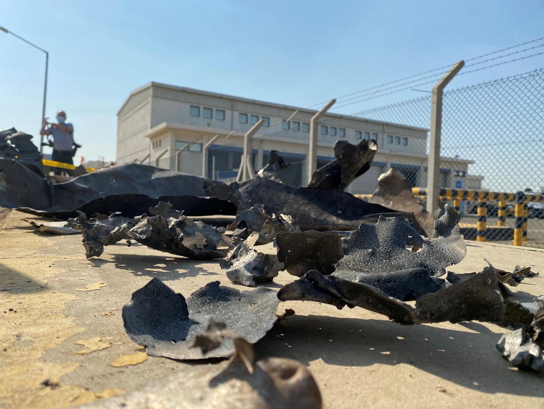 صور تكشف حجم الأضرار التي ألحقها هجوم الحوثيين بمنشأة