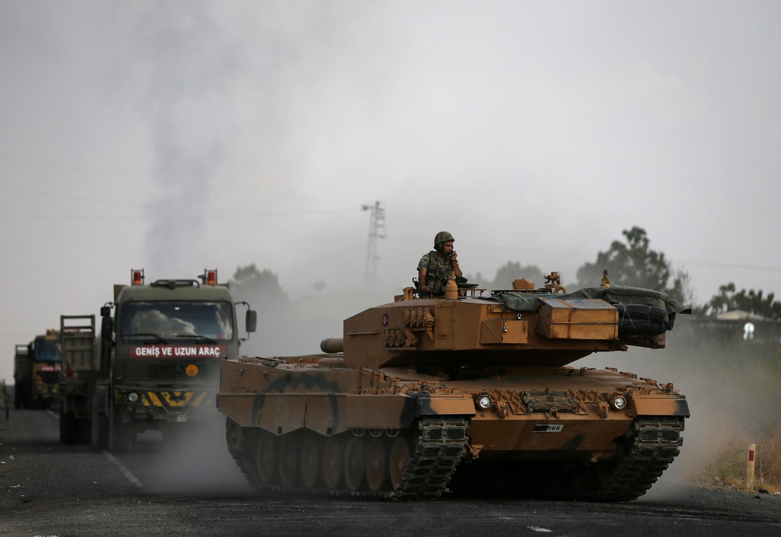 قوات من الجيش التركي على الحدود السورية التركية