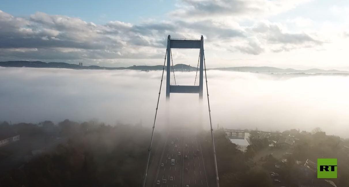 لقطات مذهلة  لضباب كثيف يغطي جسر البوسفور في إسطنبول