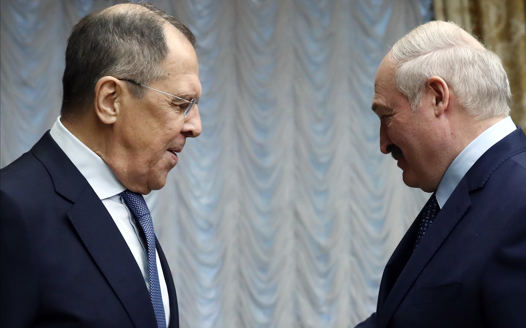 الرئيس البيلاروسي ألكسندر لوكاشينكو يستقبل وزير الخارجية الروسي سيرغي لافروف