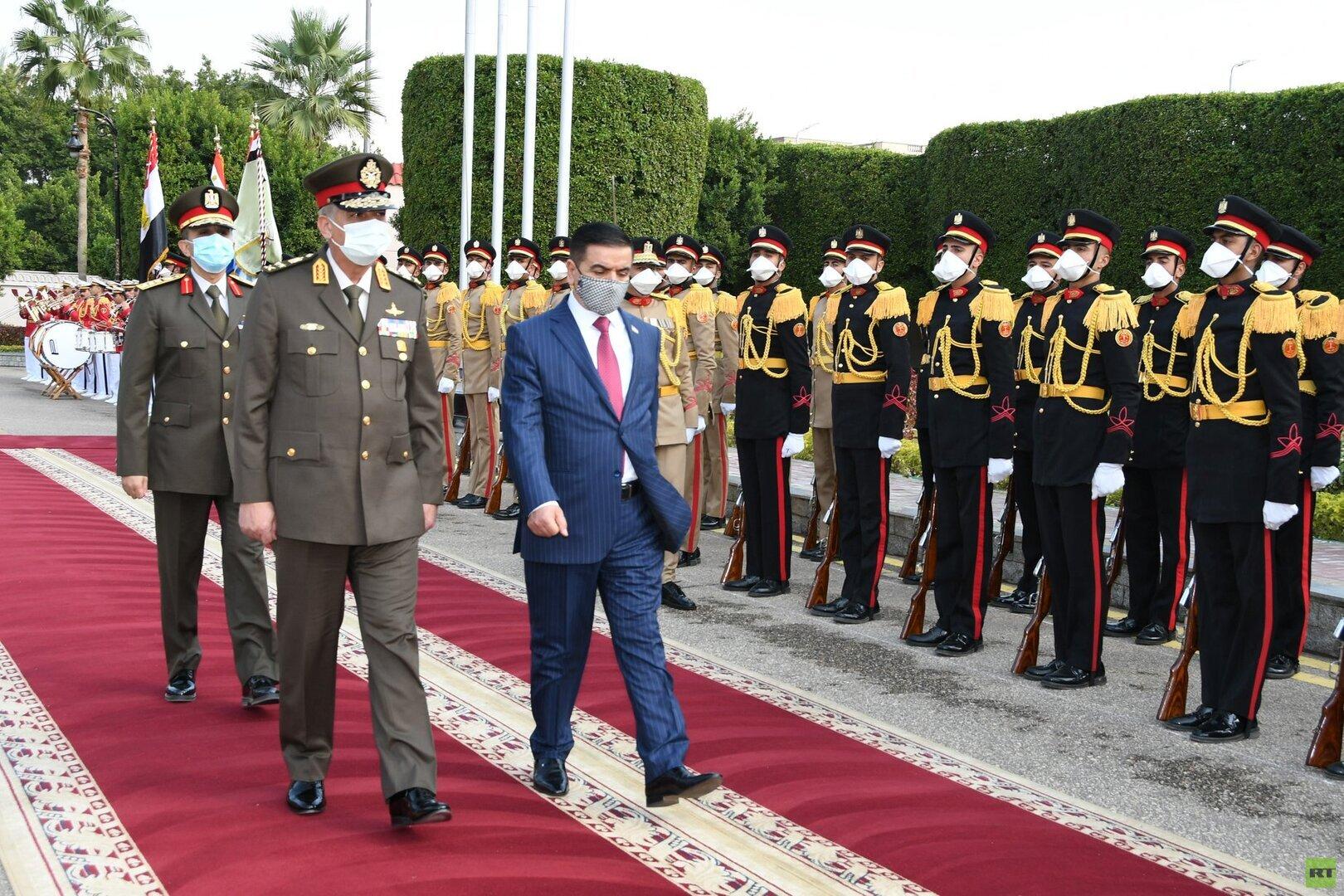 العراق يبدي رغبته في زيادة التعاون العسكري مع مصر ويشيد بـ