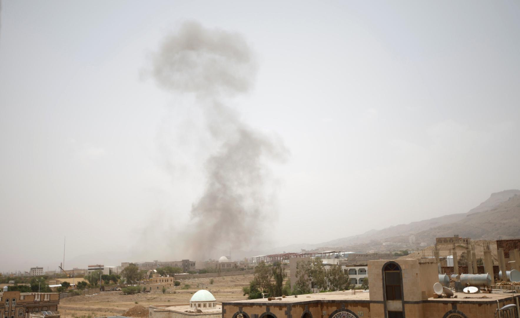 مراسلنا: مقاتلات التحالف العربي تشن في هذه الأثناء غارات مكثفة على محيط صنعاء