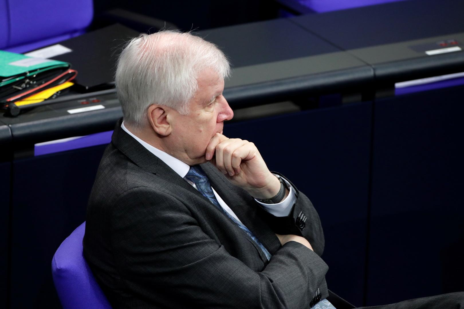وزير الداخلية الألماني: وقف الترحيل إلى سوريا يجب ألا ينطبق على المجرمين