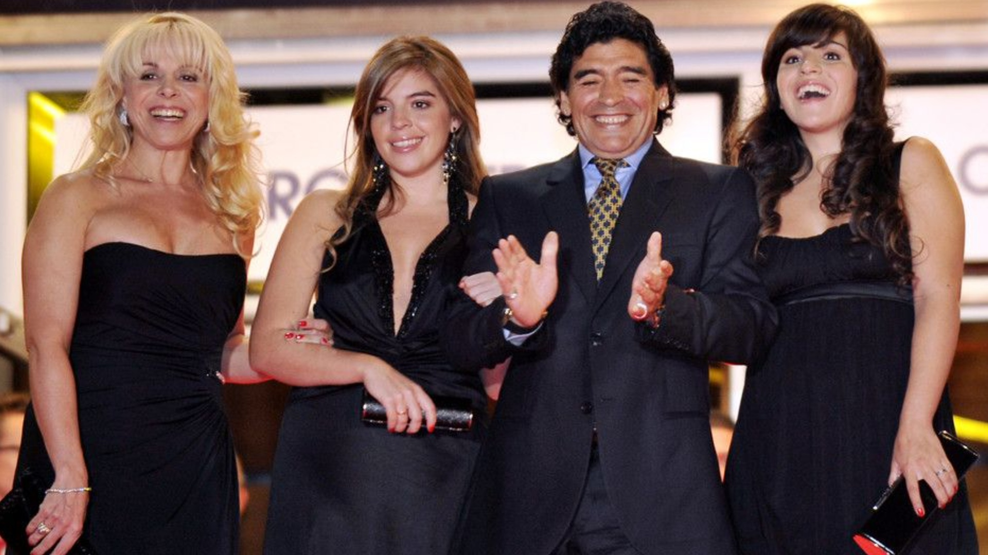Unrecognizable children who have not left a will.  An expected battle to dispute the legacy of the legend Maradona