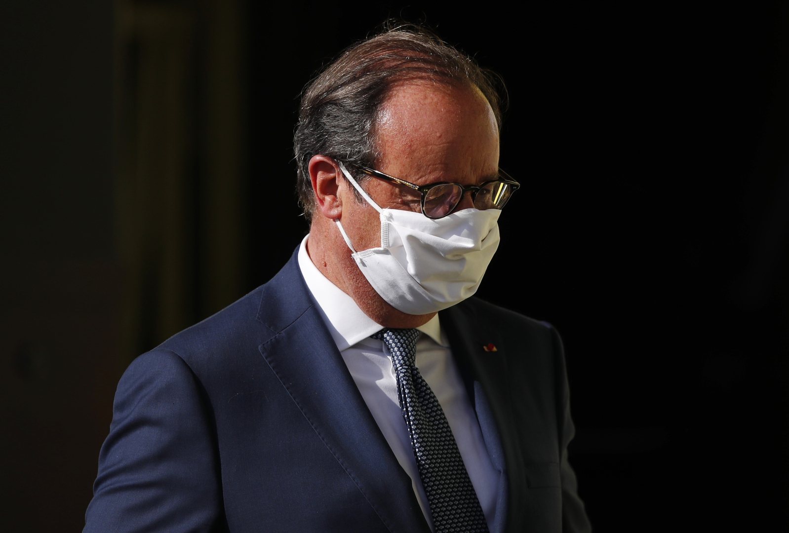 الرئيس الفرنسي الأسبق فرنسوا هولاند