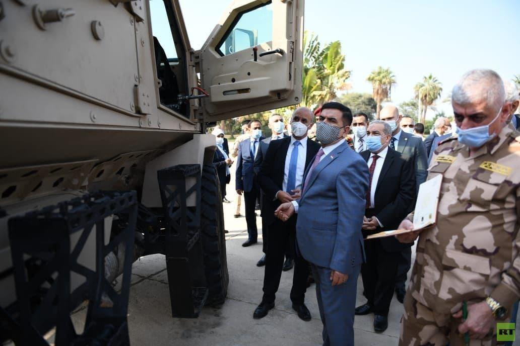 وزير الدفاع العراقي يتفقد معدات عسكرية مصرية