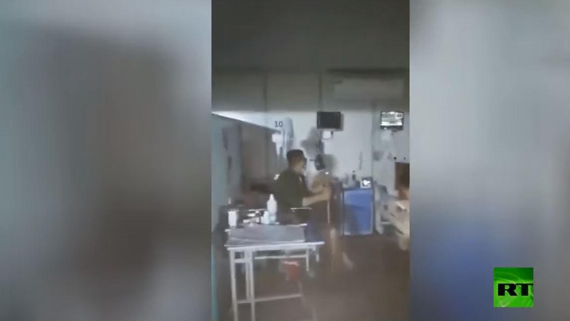 شاهد.. میاه الأمطار في الأهواز الإيرانية تتدفق إلى قسم علاج مصابي كورونا