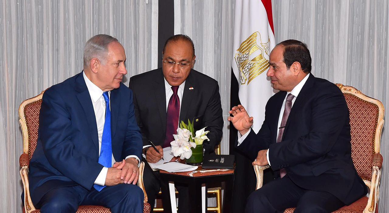 رئيس الوزراء الإسرائيلي بنيامين نتنياهو والرئيس المصري عبد الفتاح السيسي