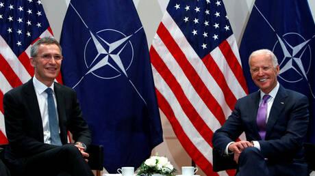 ستولتنبرغ يعرب لبايدن عن أمله في تعزيز الروابط بين أمريكا وأوروبا