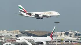 """طيران الإمارات """"تعلن موعد وصول"""