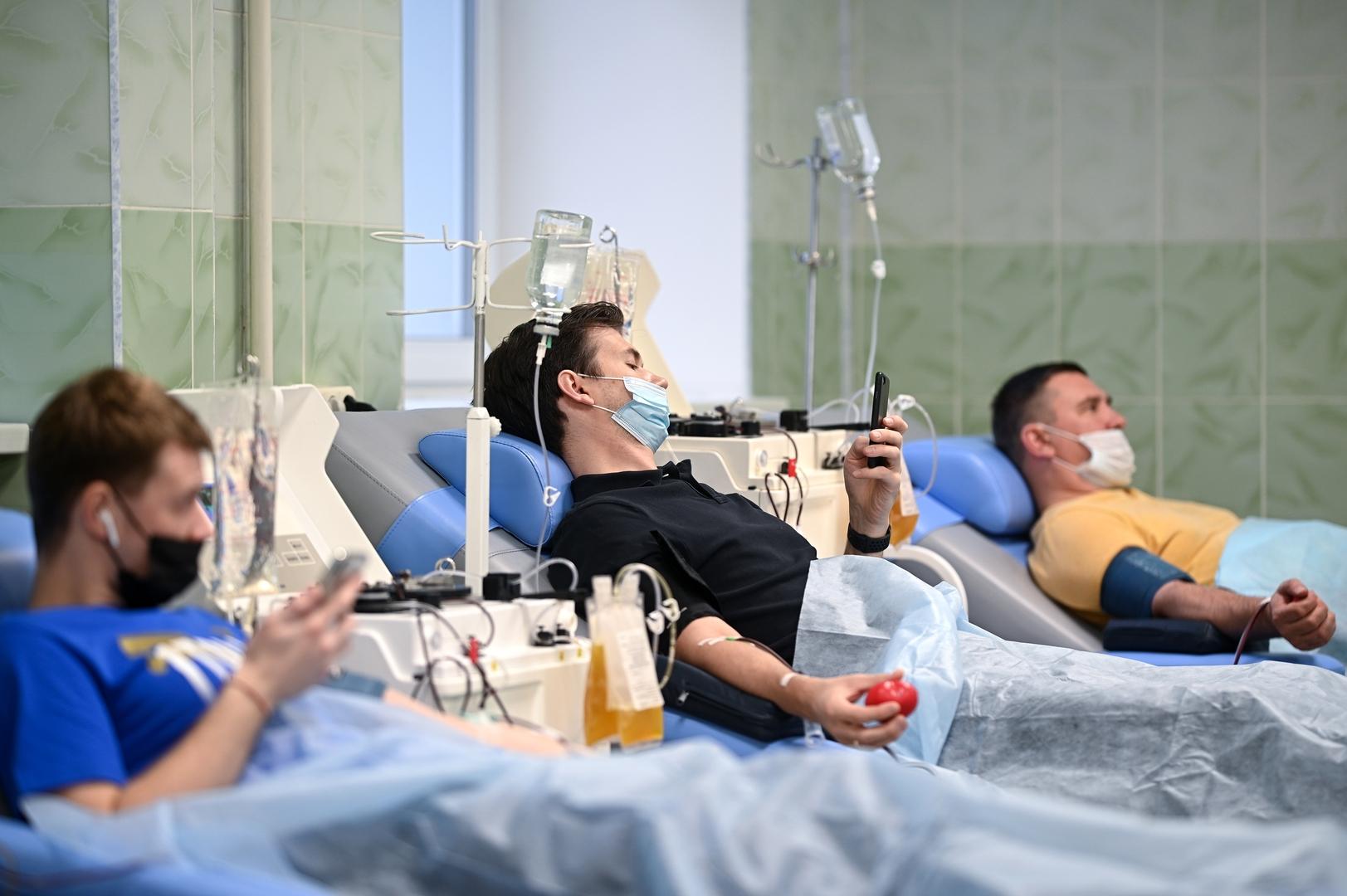 السلطات الروسية تعلن جمع 10.5 ألف لتر من بلازما دم المتعافين من
