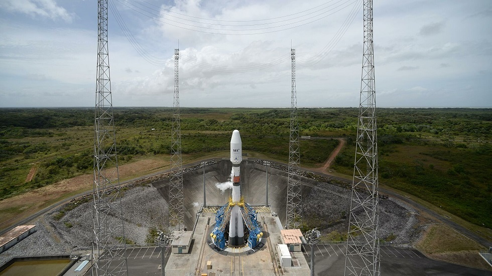 إطلاق ناجح لصاروخ النقل الروسي وعلى متنه قمر صناعي إماراتي (فيديو)