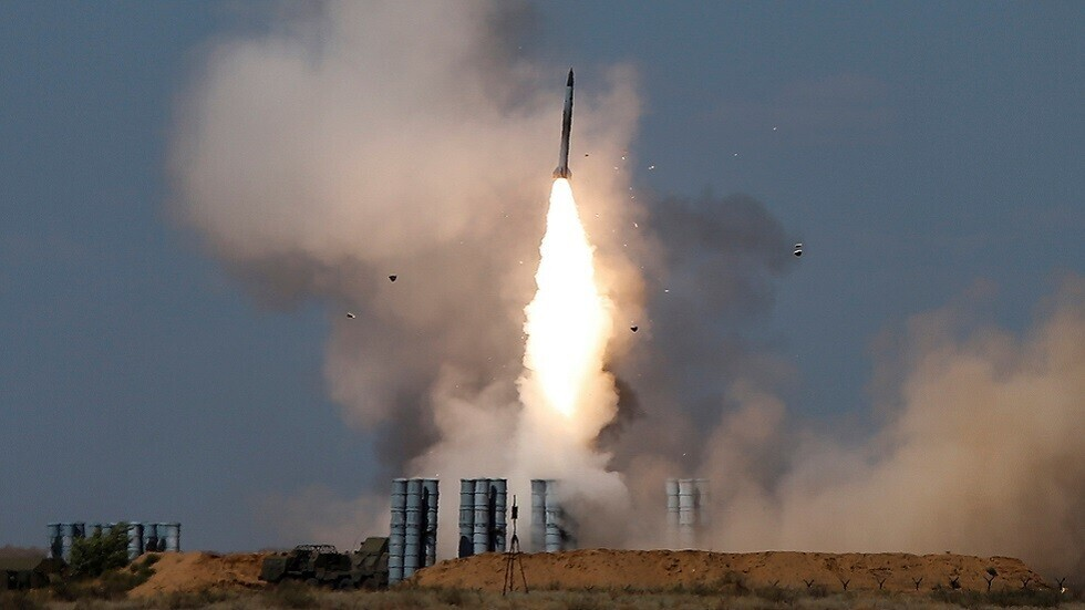 """إطلاق صاروخ من منظومة """"إس-300"""" (صورة أرشيفية)"""