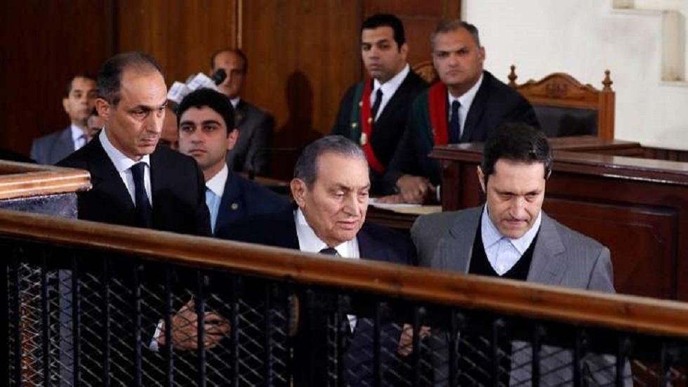 الرئيس المصري الراحل حسني مبارك مع نجليه علاء وجمال - أرشيف