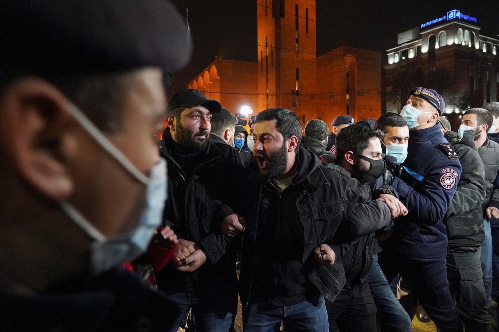 محتجون في يريفان