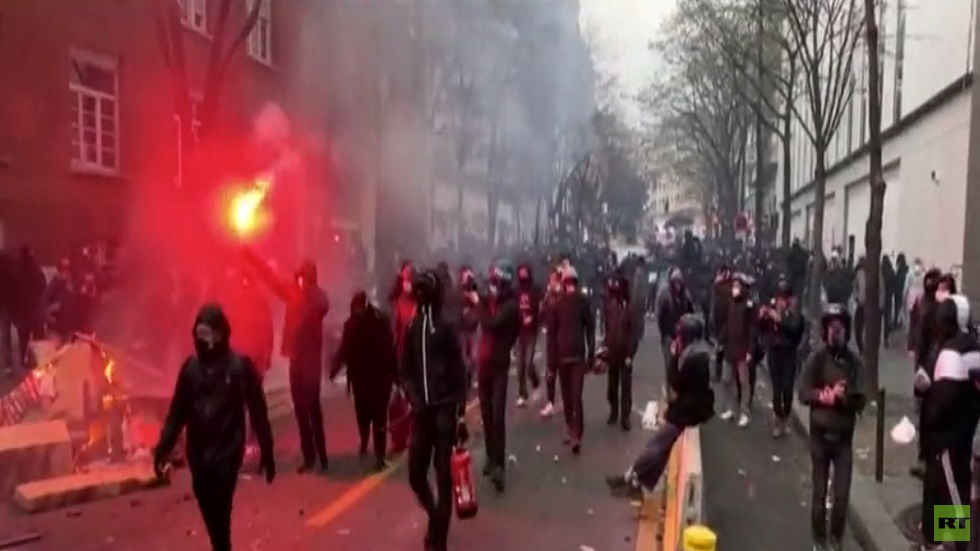 اشتباكات بين الشرطة ومتظاهرين في باريس
