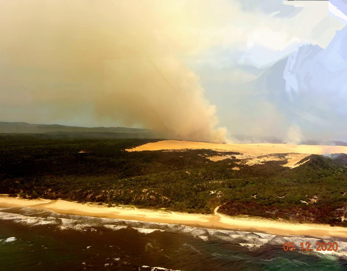 الحرائق في جزيرة فريزر (Fraser Island) الأسترالية اليوم.
