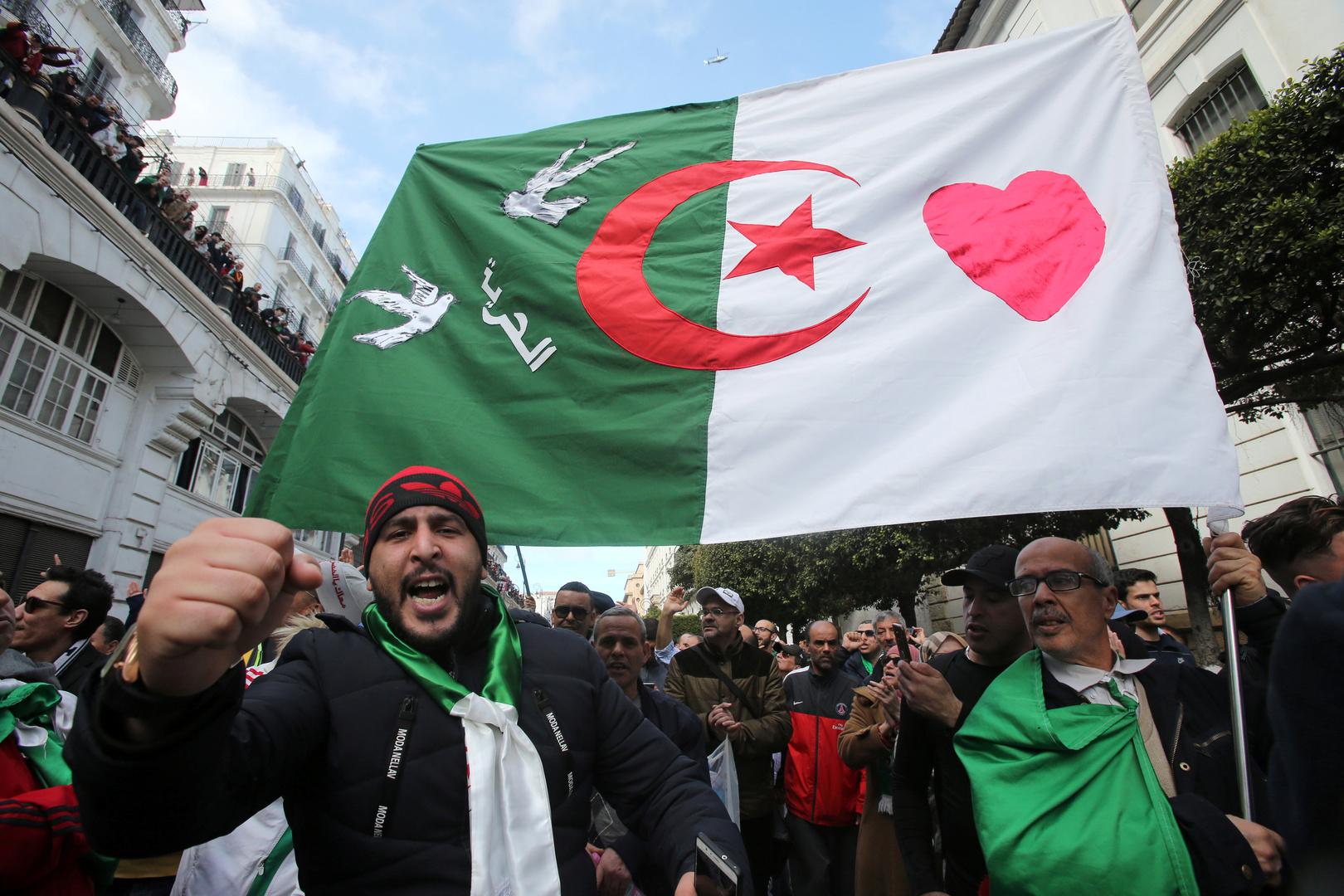 الحكم بالحبس عامين على ناشط جزائري
