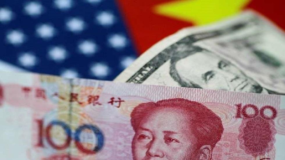 اليوان الصيني والدولار الأمريكي - أرشيف