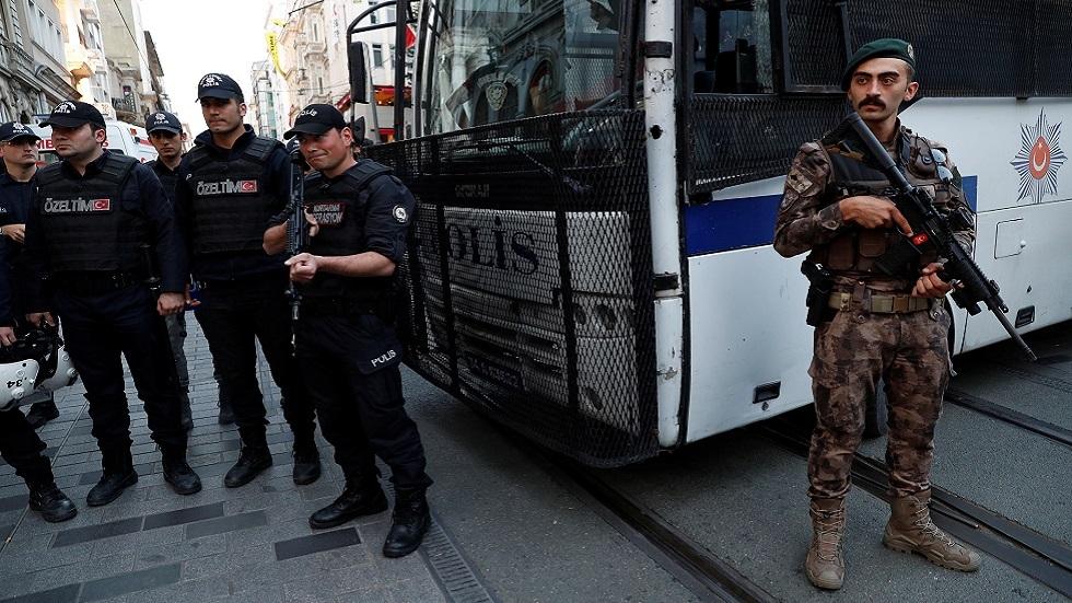 تركيا تأمر باحتجاز 304 من العسكريين للاشتباه بصلاتهم بغولن