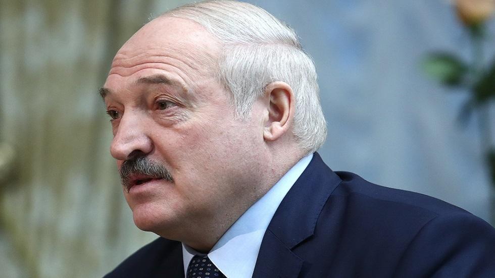 رئيس بيلاروس يقترح نقل جزء من صلاحياته إلى