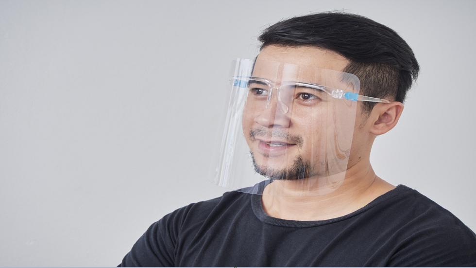 دراسة تزعم أن دروع الوجه البلاستيكية لا توفر حماية كاملة من