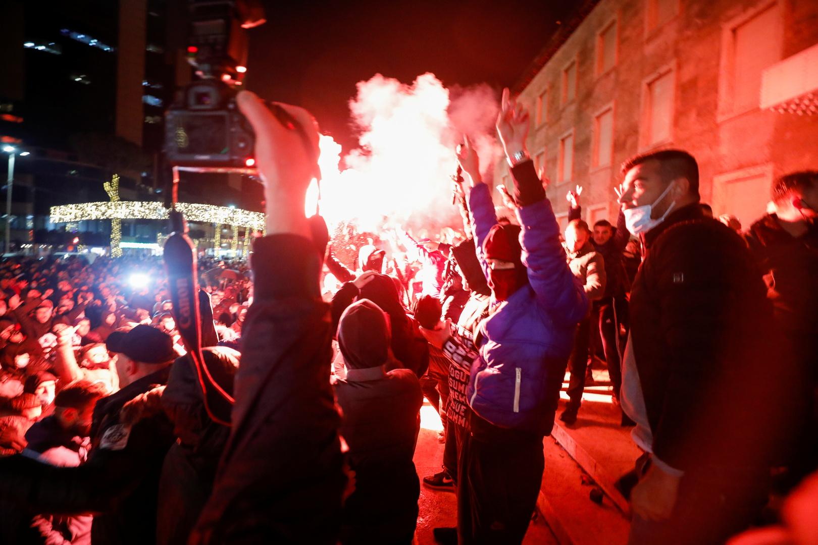 ألبانيا.. احتجاجات على مقتل مخالف لحظر التجول على أيدي الشرطة