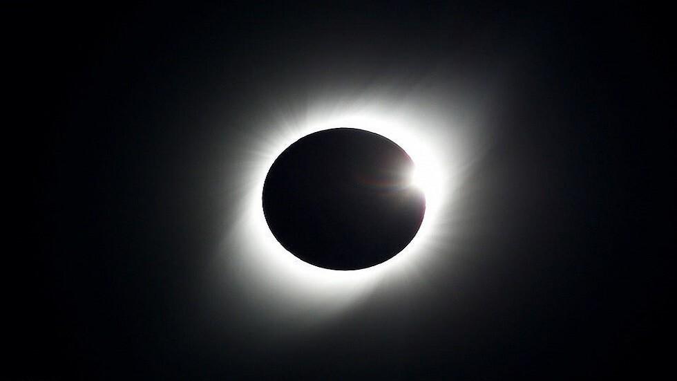 كسوف كلي للشمس بداية الأسبوع المقبل .. فمن يحظى برؤيته؟